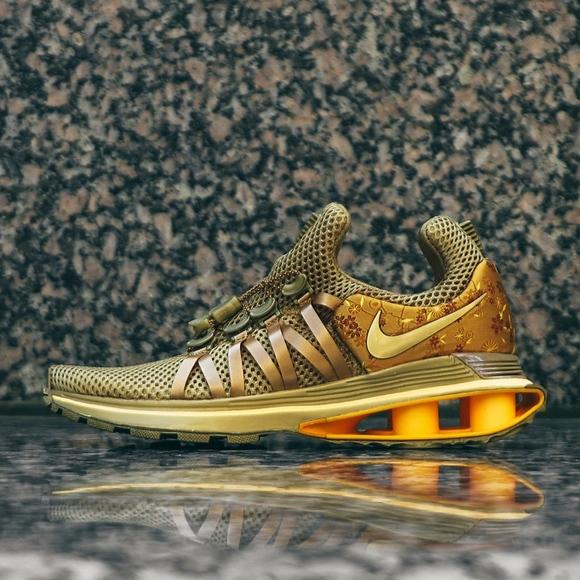 7f0aa80f859 Nike Shox Gravity AQ8554-700 Metallic Gold Women s.  M 5c226e03aaa5b823b65b601e